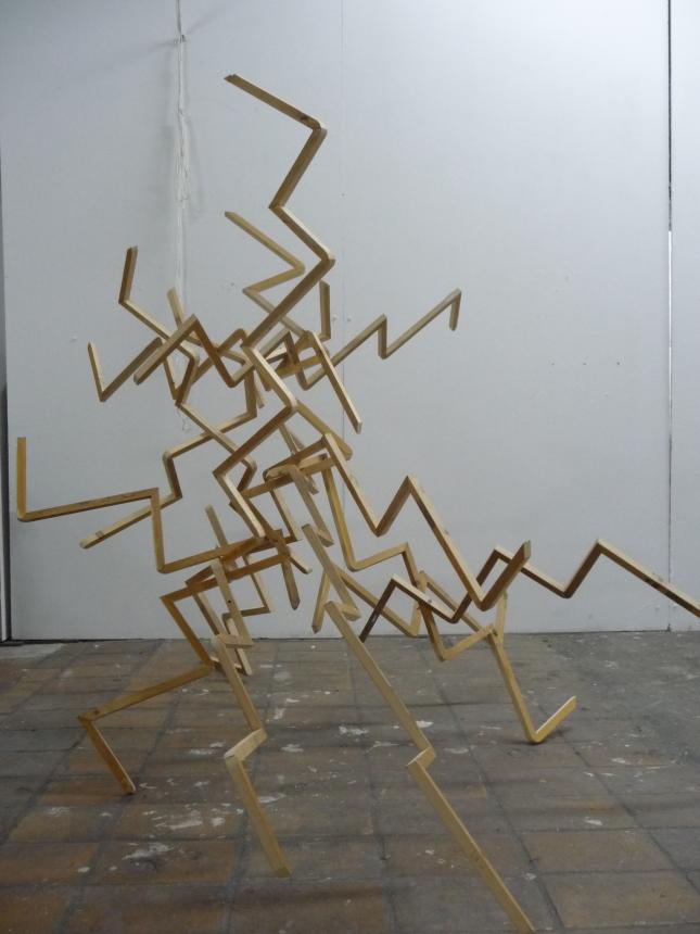 bewegende ruimte II. serie ritme en vorm.(in elkaar zet figuur van hout)