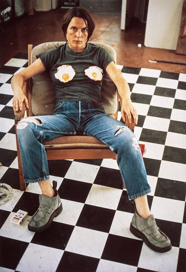 zelfportret-sarah-lucas-1996
